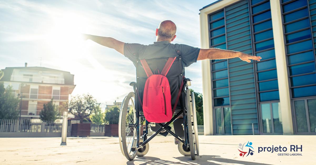 Como as pessoas com deficiência estão no mercado de trabalho atualmente?