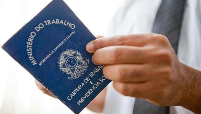 PL visa aposentadoria especial para área de apoio à saúde